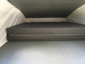 colchón cama superior techo elevable